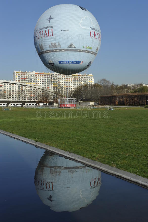 Pallone nel Parc André Citroën, Parigi fotografie stock libere da diritti
