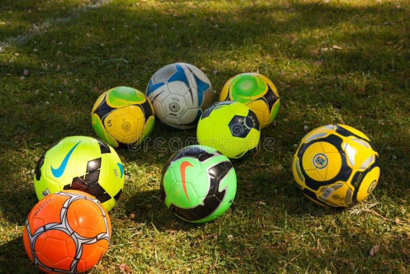 Palloni da calcio pronti per il gioco fotografia stock libera da diritti