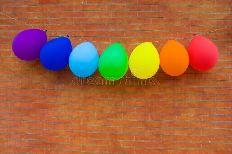 Palloni dei colori dell'arcobaleno immagine stock libera da diritti