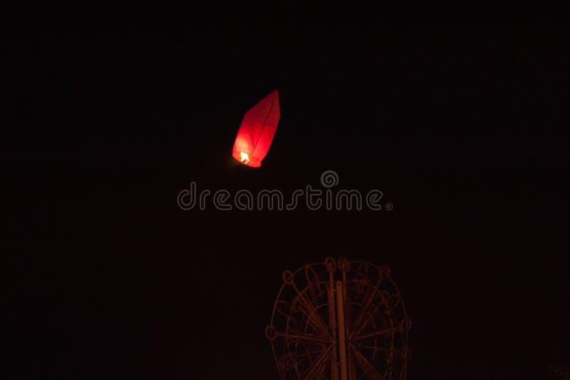 Palloni del lancio sul San Valentino, a tarda sera fotografie stock