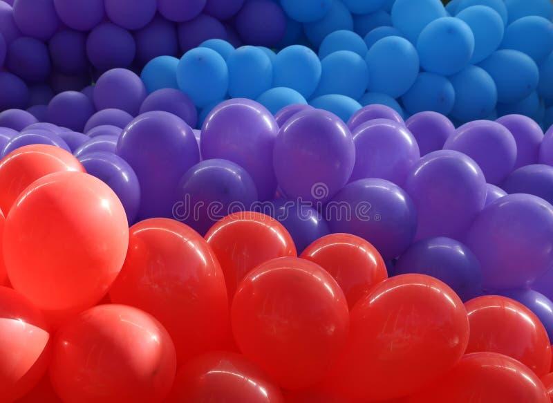 Palloni rossi, viola e blu immagini stock libere da diritti