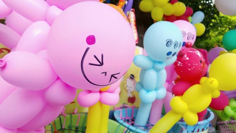 palloni variopinti con il fronte di sorriso fotografia stock