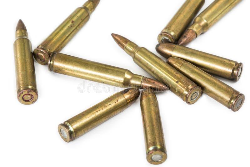 Pallottola della pistola e del fucile dell'esperto isolata su fondo bianco con fotografia stock libera da diritti