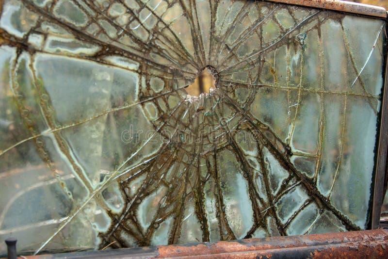 Pallottola in vetro di finestra dell'automobile fotografia stock libera da diritti
