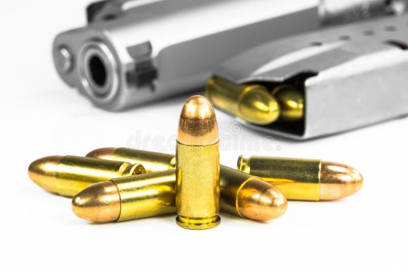 Pallottole con la pistola fotografie stock