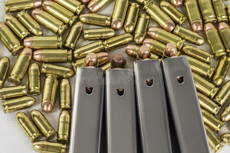 Pallottole 4 della pistola immagine stock