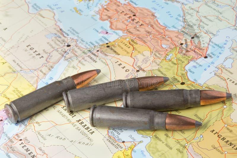 Pallottole sulla mappa di Medio Oriente fotografia stock libera da diritti