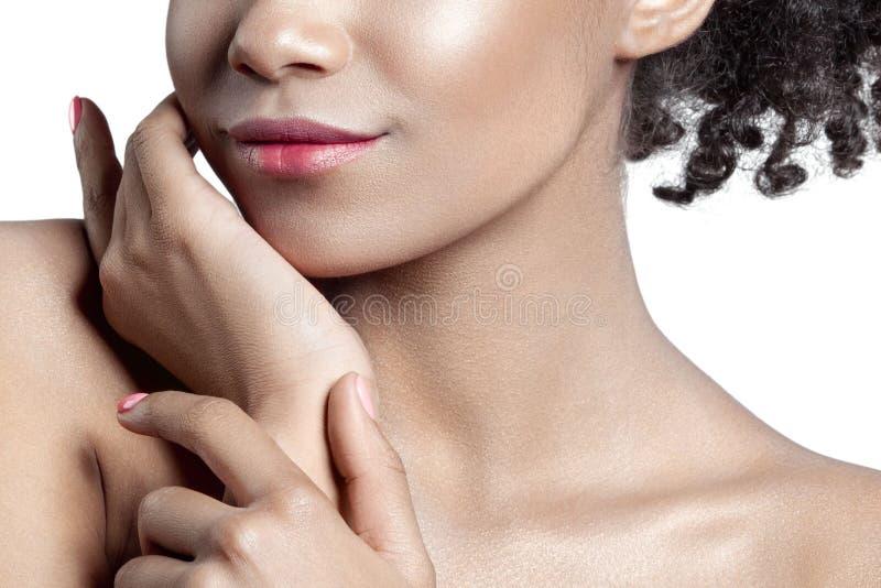 Palm en lippen van jong mooi meisje met schoon perfect huidcl royalty-vrije stock foto's