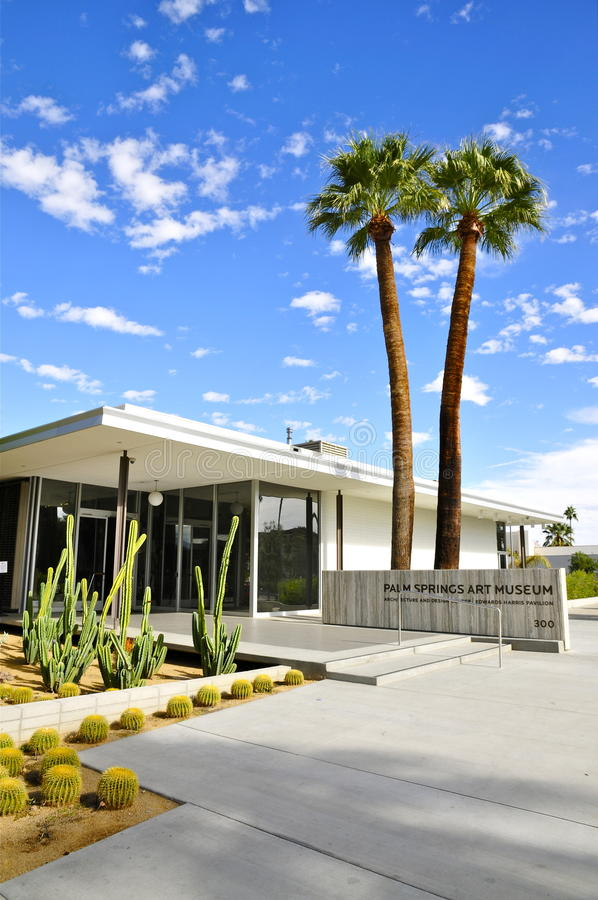 Free Palm Springs Art Museum A+D Center Stock Photo - 84497870