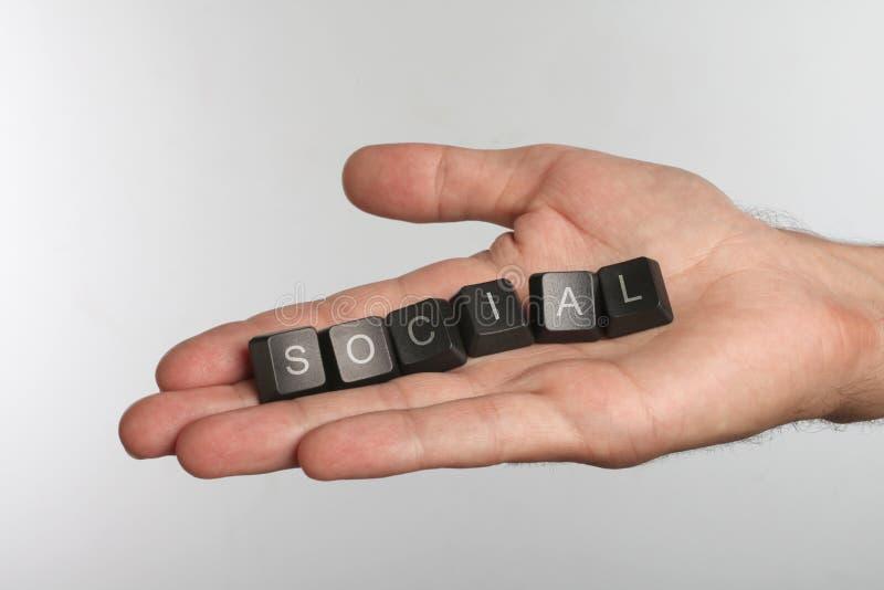 Palma aberta com os seis botões do computador com a palavra SOCIAL imagem de stock royalty free