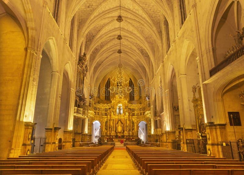 PALMA DE MAIORCA, ESPANHA - 28 DE JANEIRO DE 2019: A nave da igreja de Convento de San Francisco foto de stock