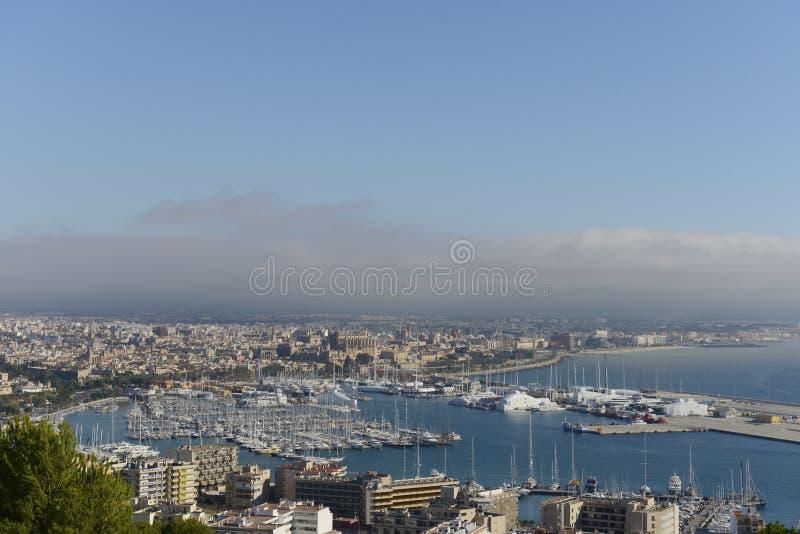 Palma de Maiorca: Vista do porto e da catedral fotos de stock