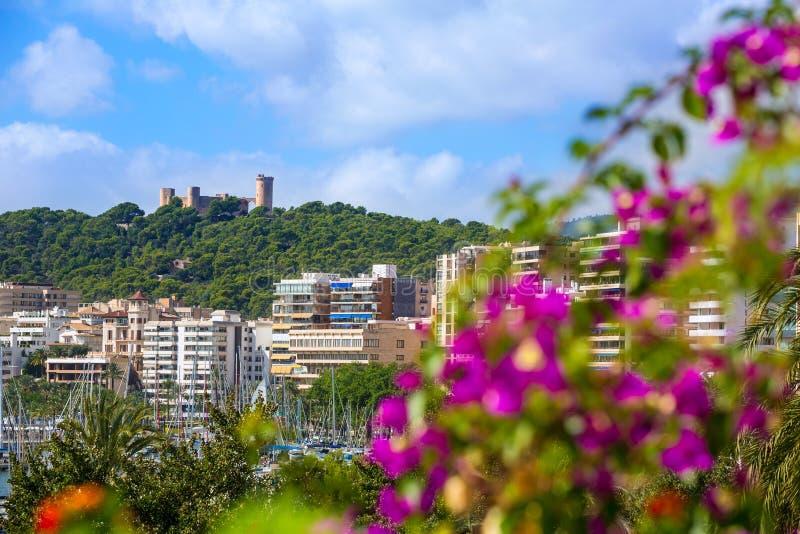 Palma de Majorca-horizon met Bellver-kasteel stock foto