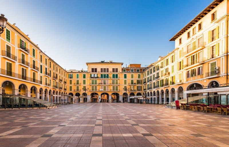 Palma de Majorca Plaza de Borgmästare på den historiska gamla staden royaltyfri bild