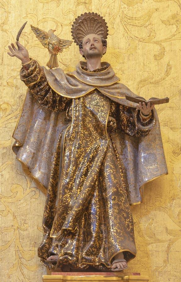 PALMA DE MALLORCA, ИСПАНИЯ: Polychome высекло скульптуру St. John креста в церков Iglesia de Santa Maria Магдалена стоковая фотография rf