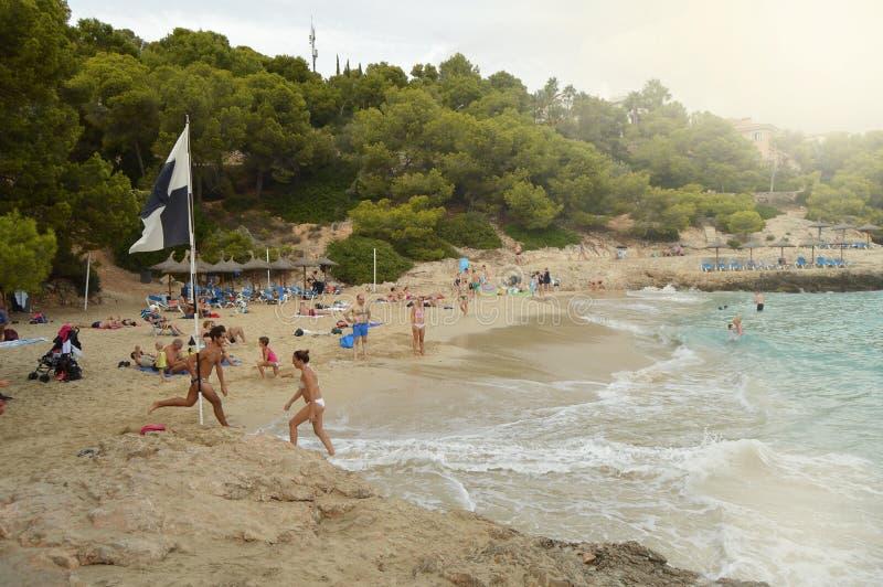 Palma de Mallorca, die Balearischen Inseln, Spanien - 10. Oktober 2018: Ansicht von Palma de Mallorca-Strand mit den Leuten, die  stockfotos