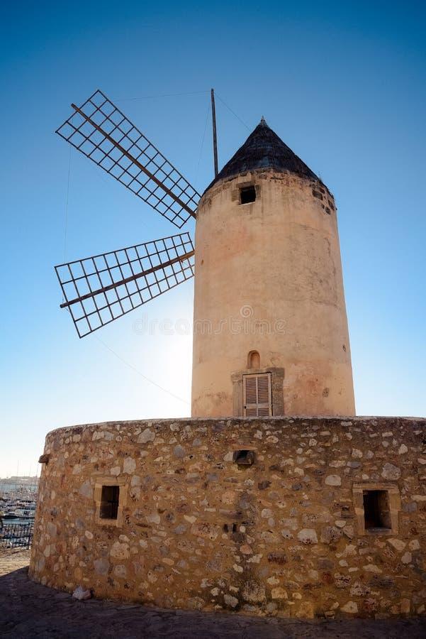 Palma de Mallorca, Hiszpania/- Legendarny wiatraczek obrazy royalty free