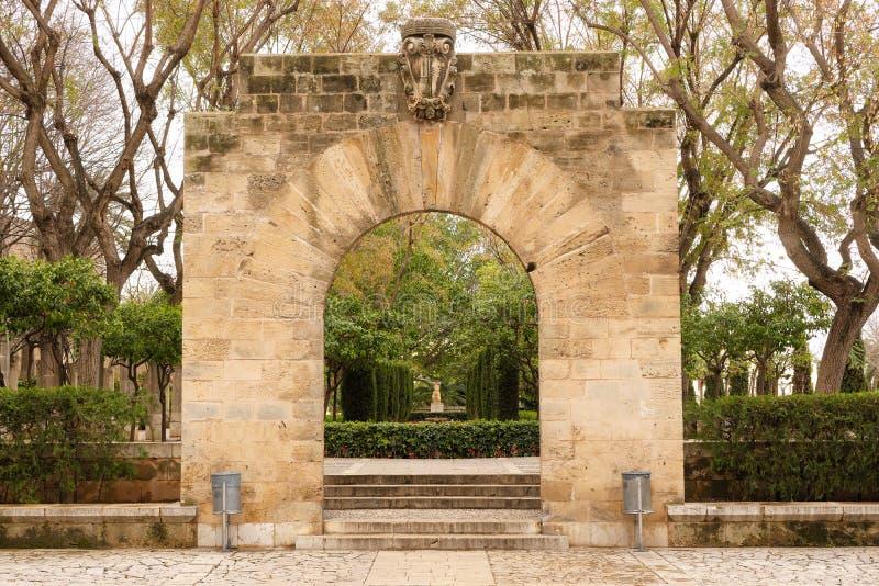 Palma de Mallorca, Spanje - Maart 19, 2019: openbaar tuin en kunstpark in het centrum van de oude stad van Palma naast het koning royalty-vrije stock foto
