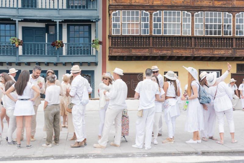 PALMA DO LA DE SANTA CRUZ DE, ILHAS CANÁRIAS, ESPANHA - 4 DE MARÇO DE 2019: Povos não identificados que apreciam no partido do Lo fotos de stock