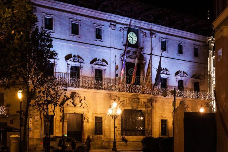Palma Town Hall die voor Kerstmis op Plaza DE Cort, Palma, Majorca wordt verfraaid royalty-vrije stock foto
