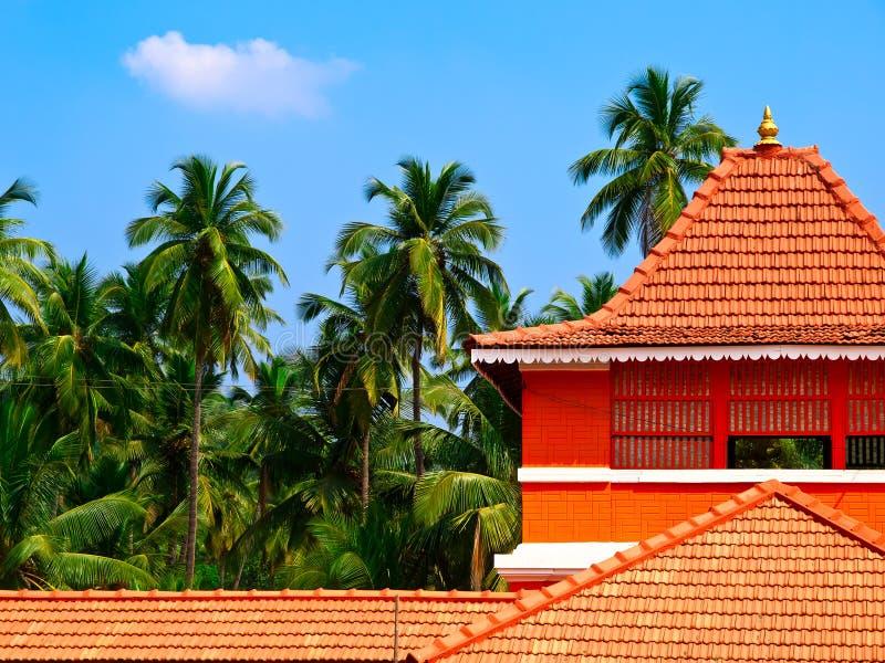Download Palmas E Casa Telhada Alaranjada Imagem de Stock - Imagem de residência, casa: 12807531