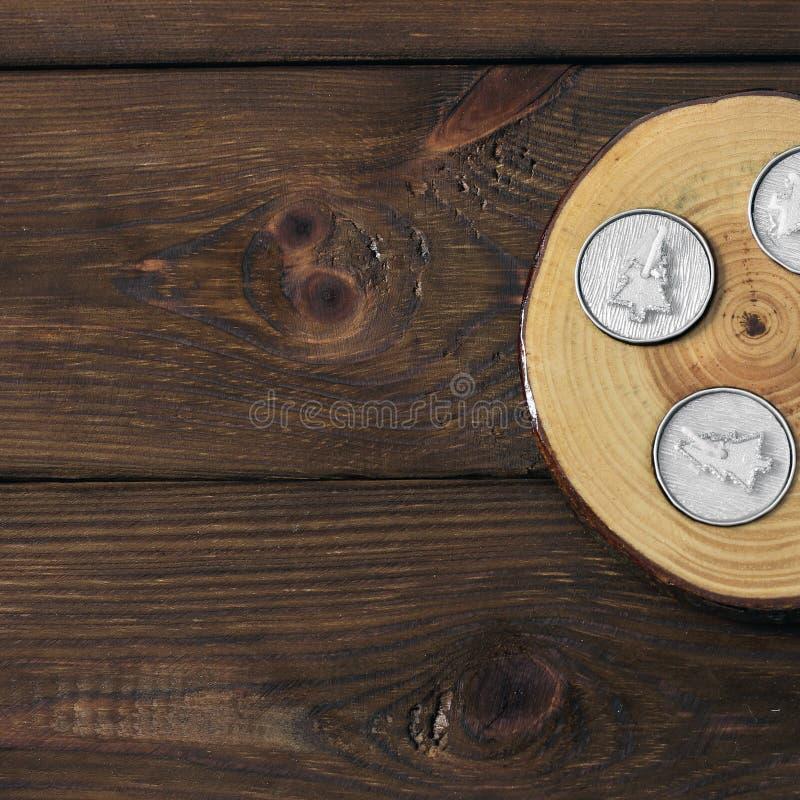 Palmatoria en fondo de madera imagenes de archivo