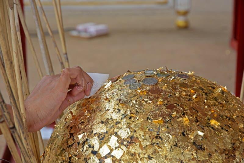 Palmatoria enterrada oro dorada fotos de archivo