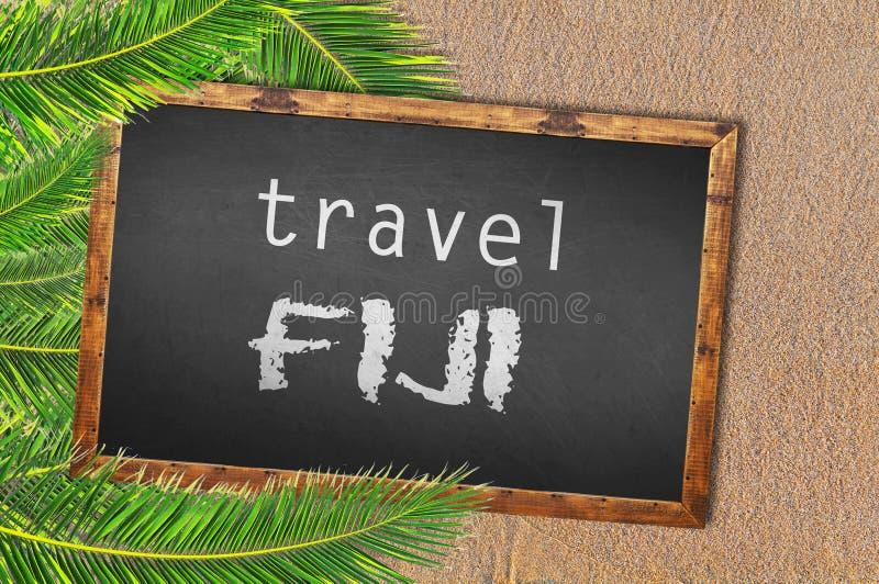Palme e lavagna di Figi di viaggio sulla spiaggia sabbiosa immagini stock