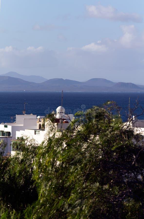 Palme und Montana Baja, Lanzarote stockbild