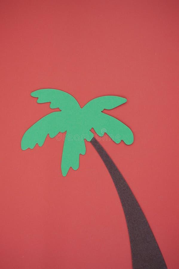 Palmeira cortada no papel de construção brilhante fotografia de stock royalty free