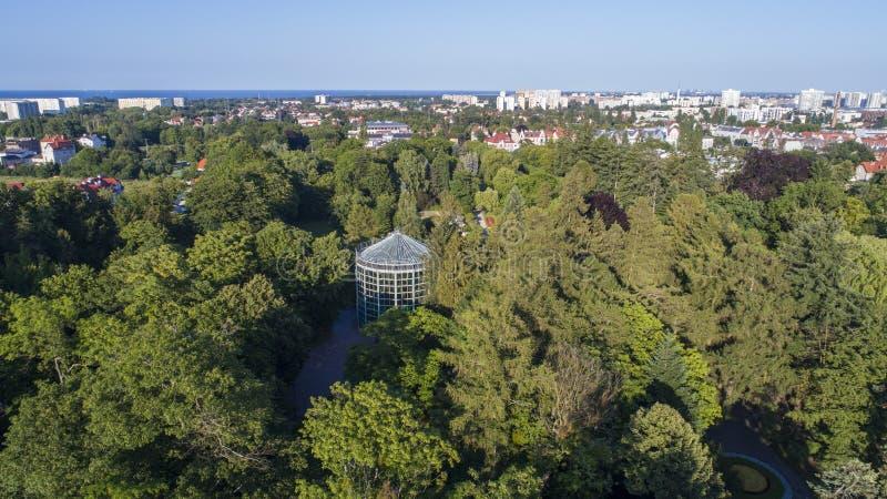 """Palmhuis in Olive Park, GdaÅ """"sk, Polen, 07 2017, lucht stock foto's"""