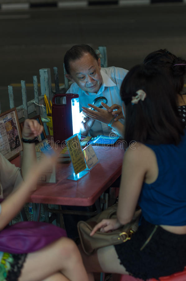 Palmistry in Singapur stockfotografie