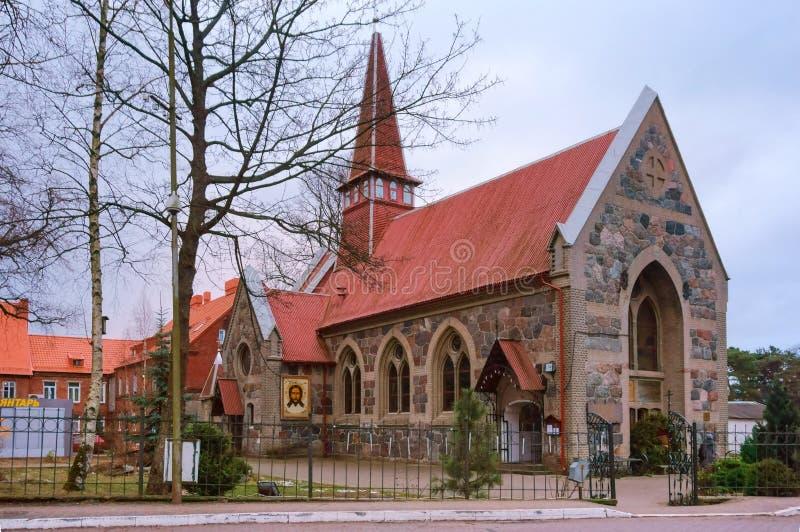 Palmniken Lutheran kyrka i östligt Preussen, den ortodoxa templet av den Kazan symbolen av den gudomliga modern royaltyfri bild
