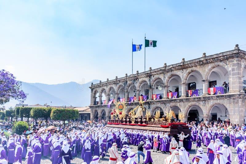 Palmsöndagprocession framme av stadshuset, Antigua, Guatemala arkivbilder