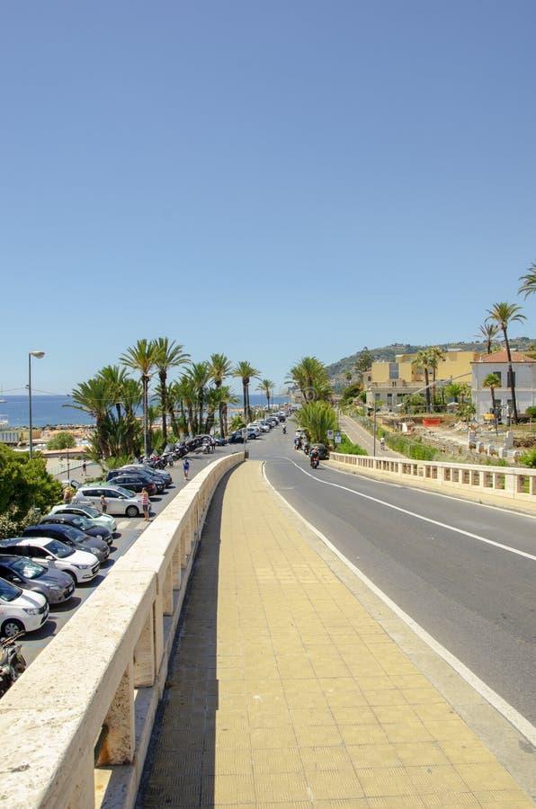 Palmträdgata på stranden av Monaco royaltyfria bilder