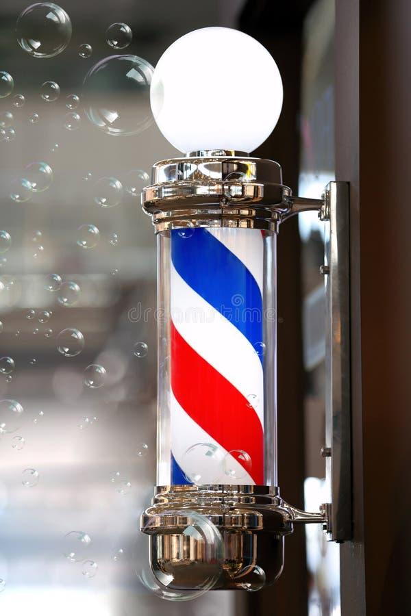 Palo d'annata del negozio di barbiere con le bolle di sapone fotografia stock libera da diritti