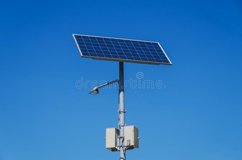 Palo della luce autoalimentato solare fotografie stock libere da diritti