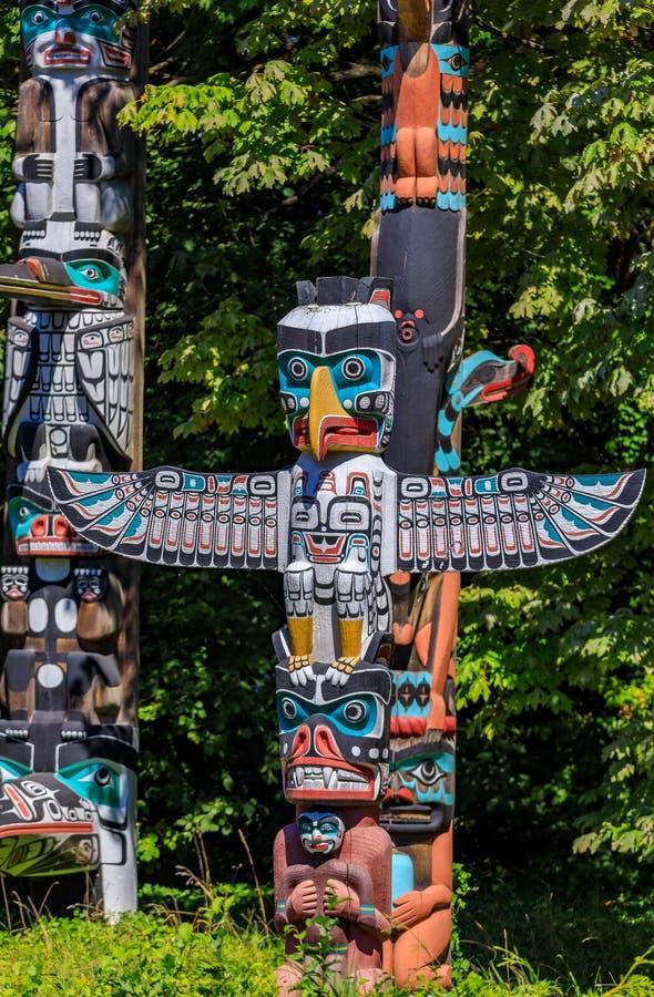 Palo di totem indiano americano del thunderbird di prime nazioni in Stanley immagine stock