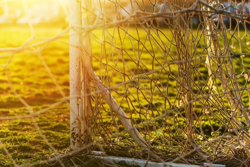 Palo e rete di calcio sul passo di pratica immagini stock