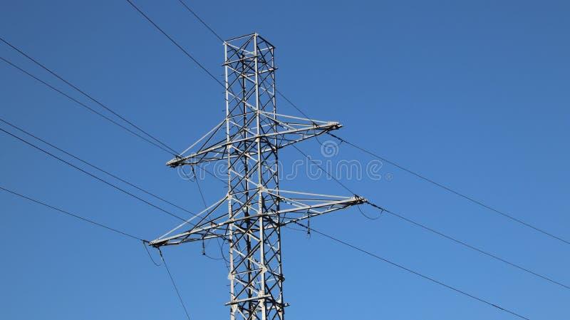 Palo elettrico della rete Tecnologia di potere Metal la costruzione Risorse strategiche Potere di ecologia immagine stock libera da diritti