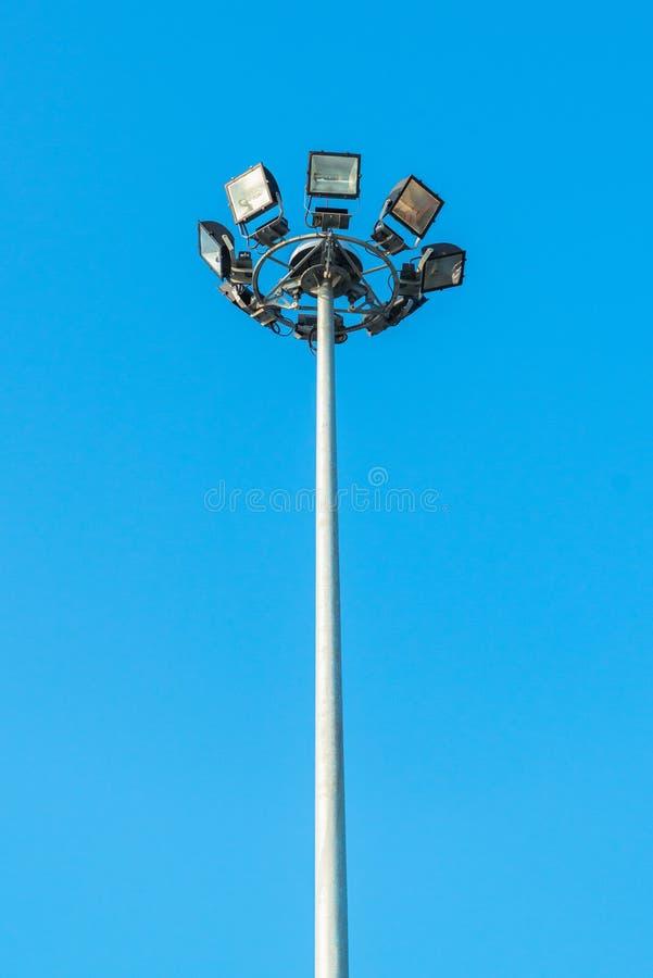 Palo leggero su cielo blu fotografia stock