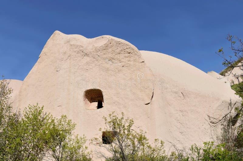 Paloma-casas con el modelo en rocas, Cappadocia, Turquía del color rojo foto de archivo libre de regalías