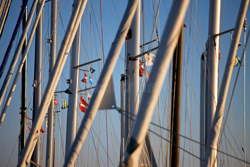 Palos de los barcos de navegación foto de archivo libre de regalías