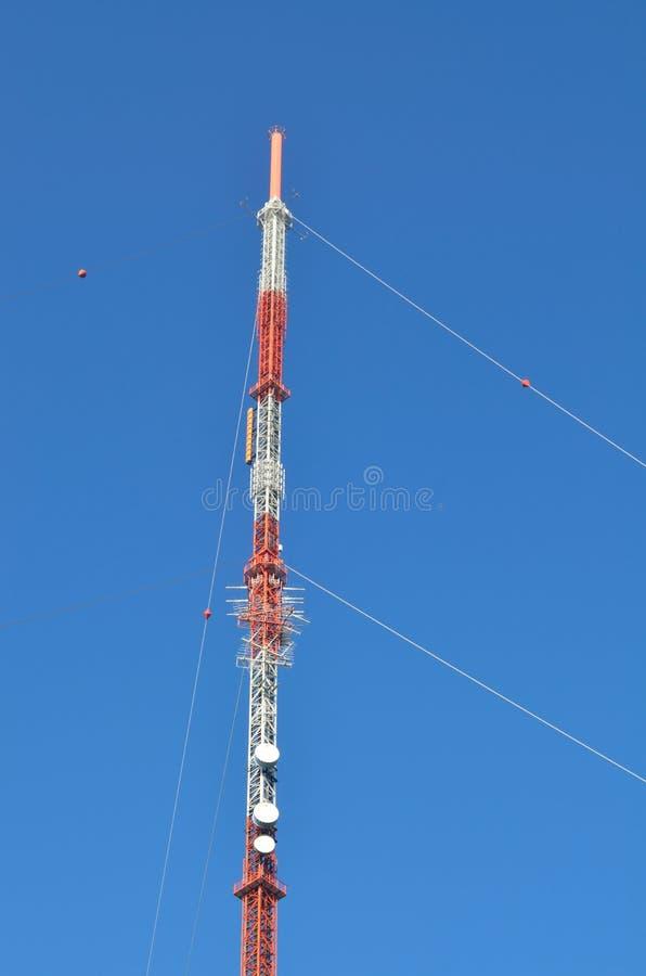 Palos y torres de radio imagenes de archivo