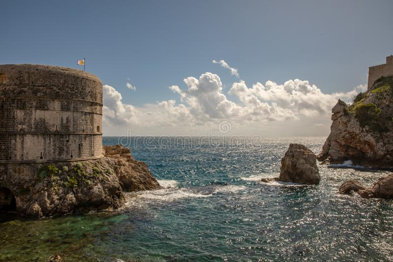 Palowego zatoki, Dubrovnik starego grodzkiego miasta Lovrijenac, ścienny i forteczny obraz royalty free