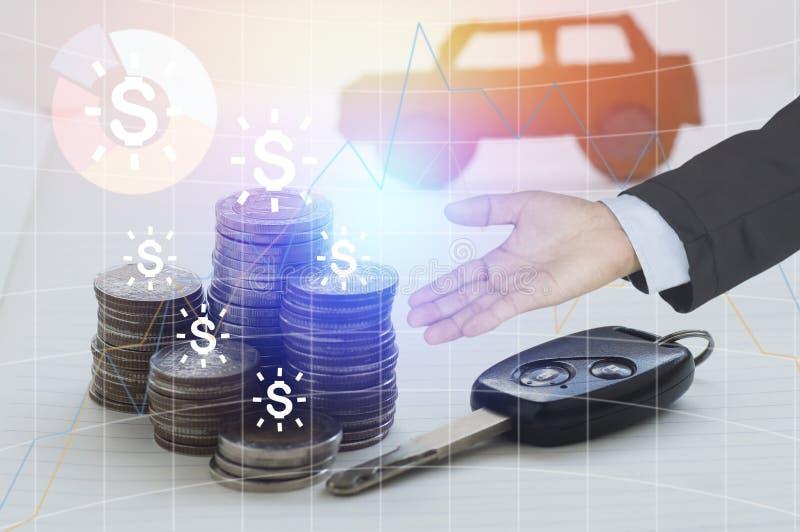 Palowy menniczy pieniądze i klucz z ręką biznesmen przedstawiamy pożyczki i kupienia samochodowego pojęcie w finanse zdjęcie stock
