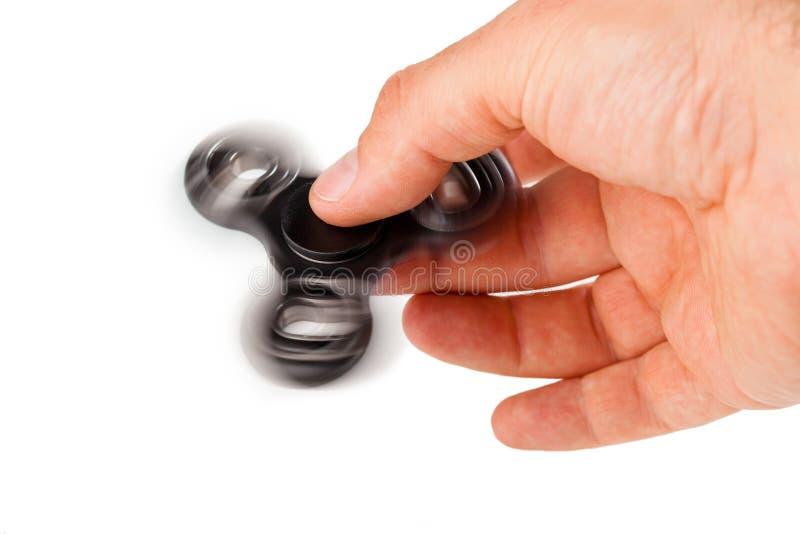 Palying avec un fileur noir de personne remuante photo stock