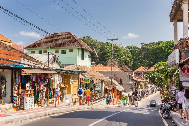Pamiątkarscy sklepy w centrum Ubud na Bali wyspie obraz royalty free