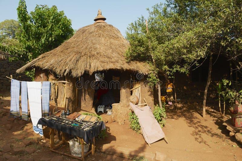 Pamiątkarski sklep obok wejścia antyczny kościelny Ura Kidane Mehret w Bahir Dar, Etiopia zdjęcia royalty free
