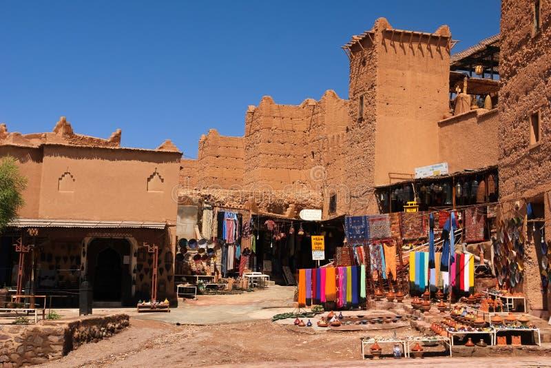 Pamiątkarski sklep przy Kasbah Taourirt Ouarzazate Maroko zdjęcie royalty free